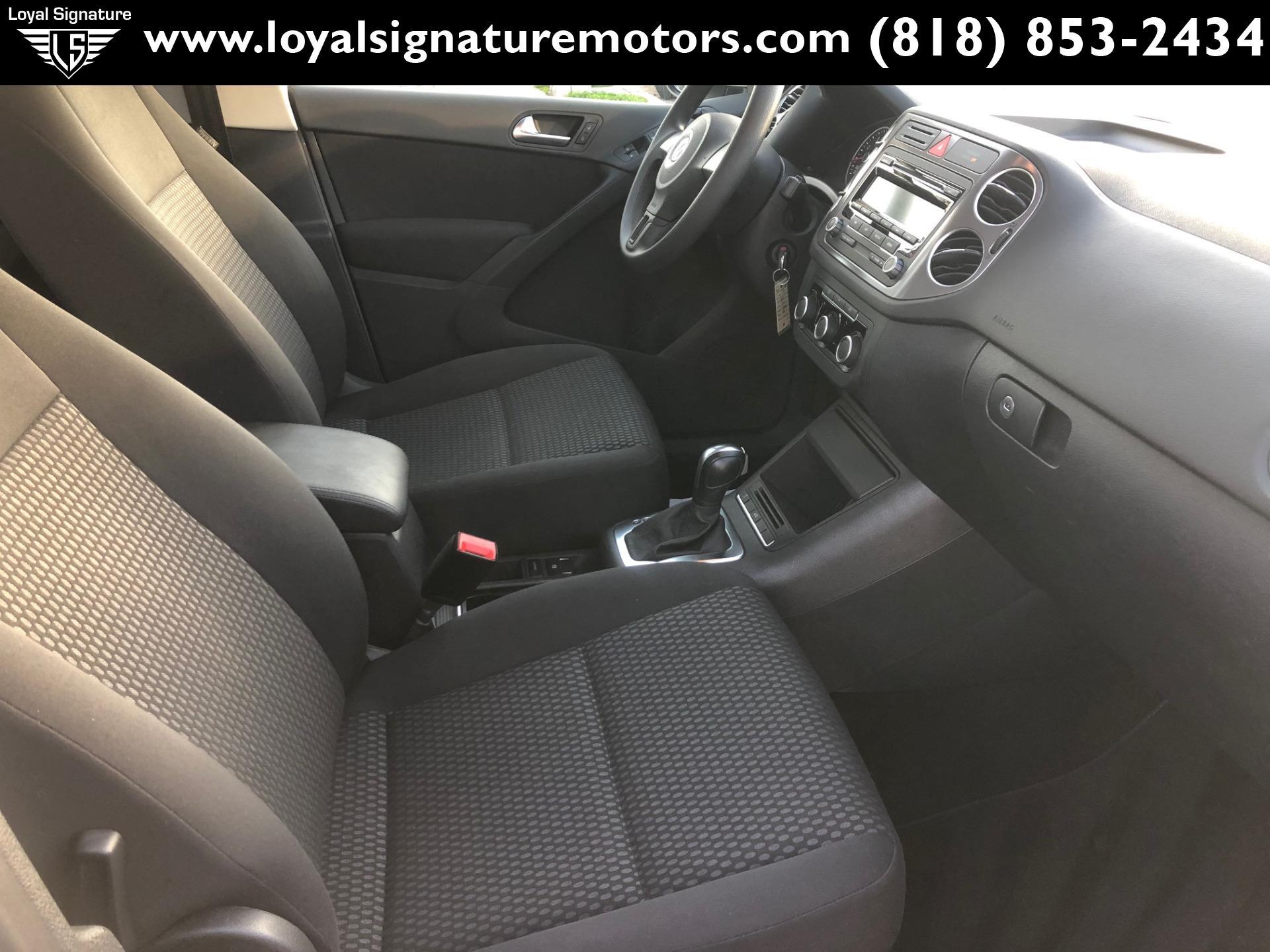 Used-2011-Volkswagen-Tiguan-SE